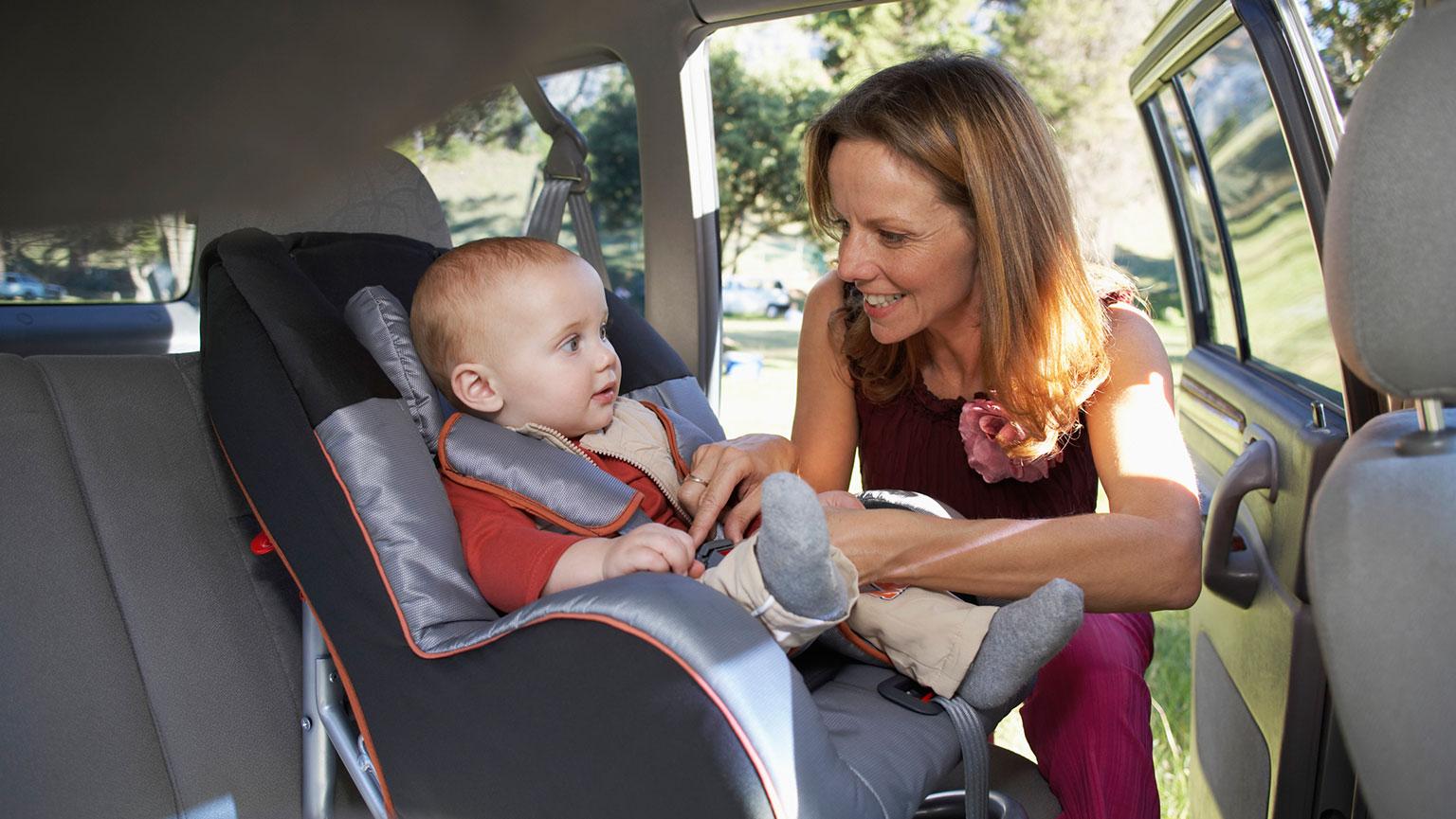 Фото мамы и ребенка в машине