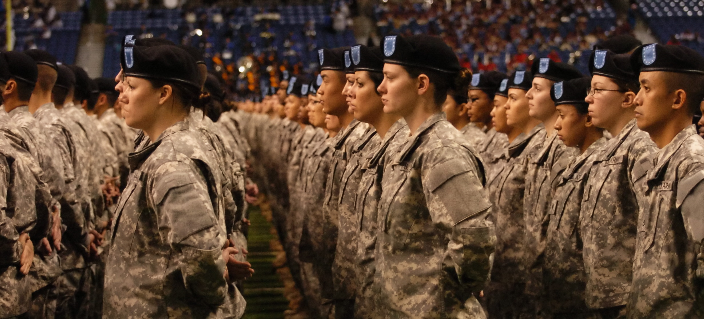 New U.S. soldiers take the oath of enlistment