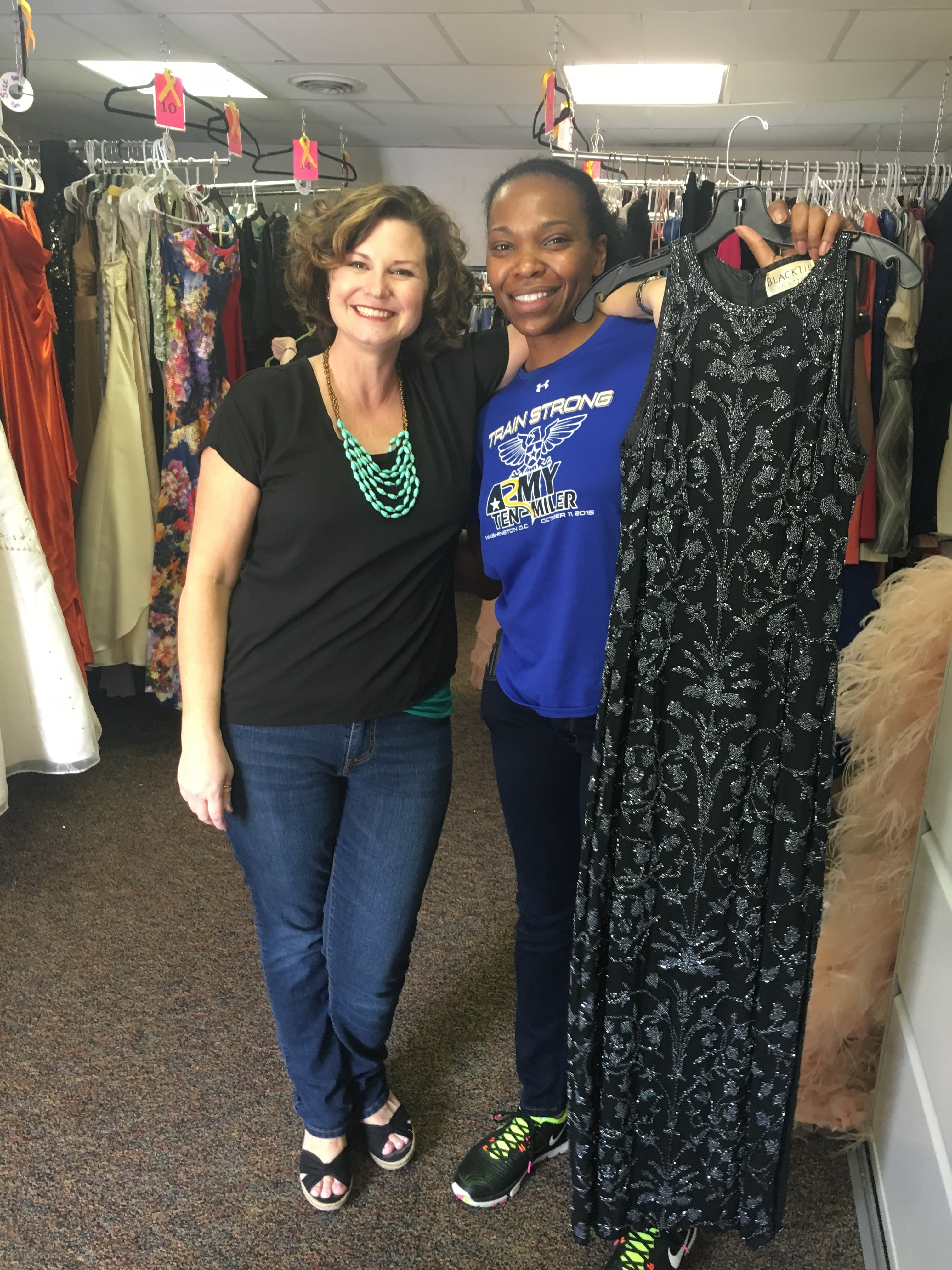 New charity offers ball gowns to military families — for free ...