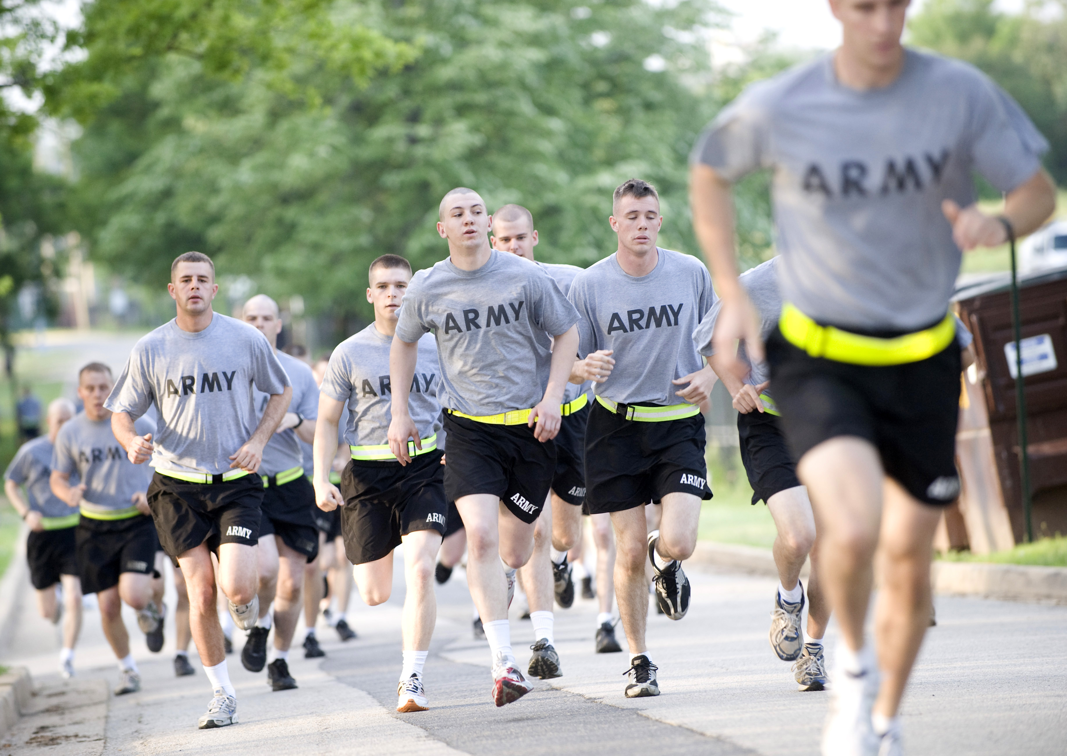 us army pt uniform Army soldiers must take a physical fitness test every year  what is the role of the us army inspector general's  general army grooming and uniform standards.