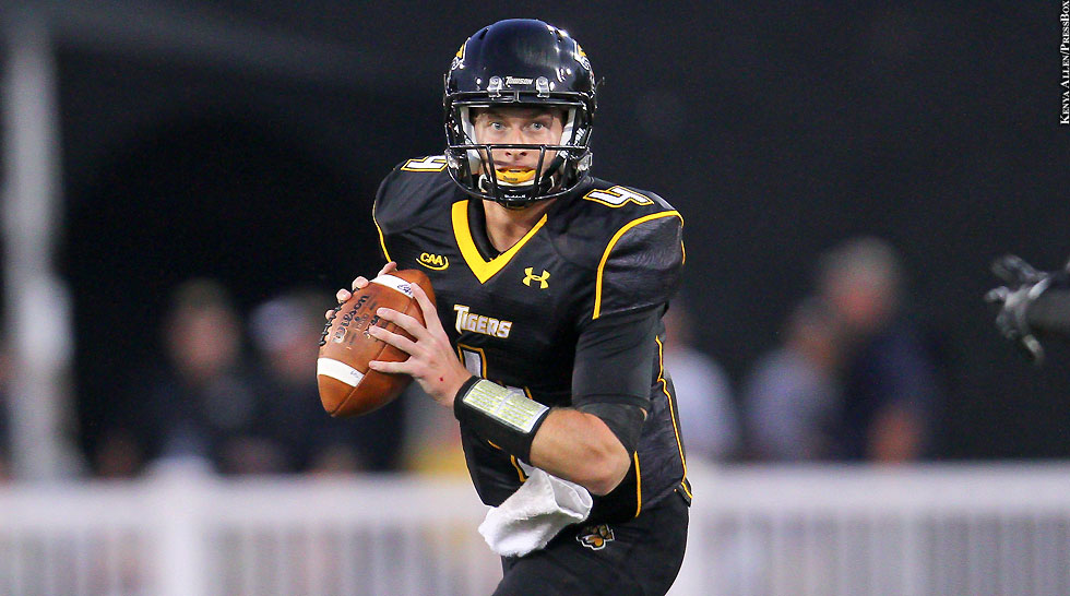Towson Football 2014: Connor Frazier (throwing)
