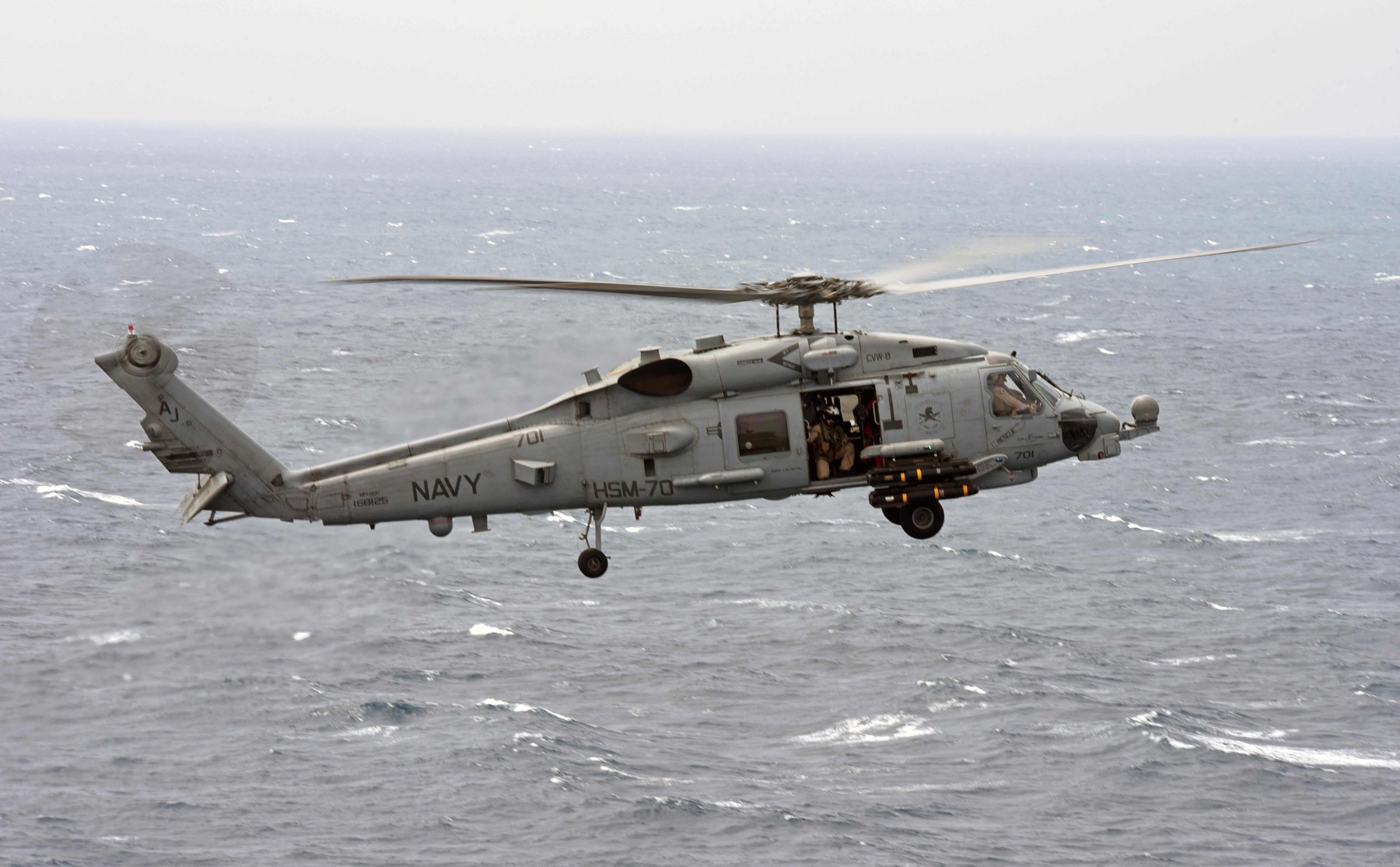 Resultado de imagen para seahawk helicopter crashes in the pacific, crew recovered safely
