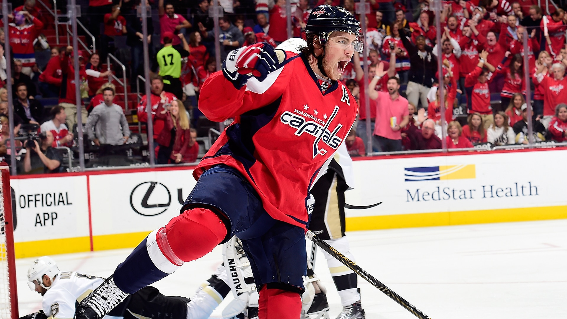 Caps resign Oshie for 8 years