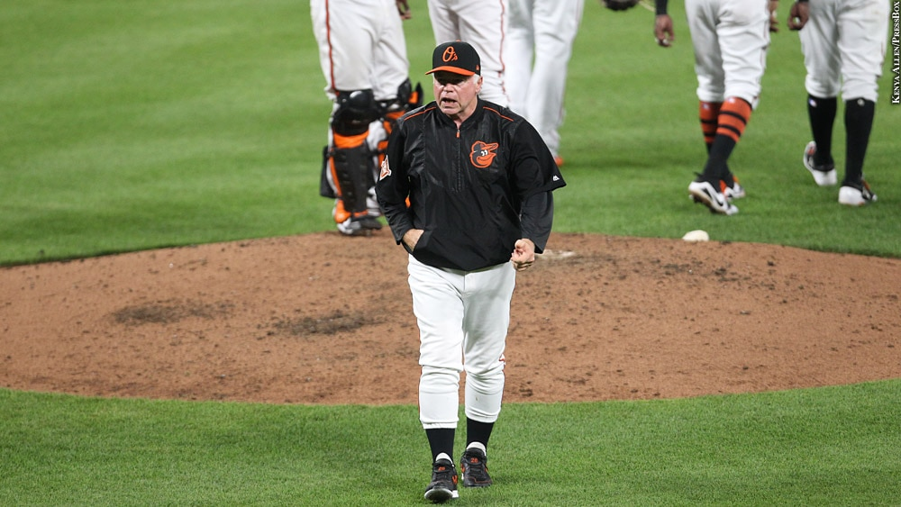 Orioles-2017-buck-showalter-aug-18-walking-from-mound