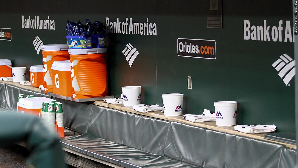 Orioles17-422-dugout