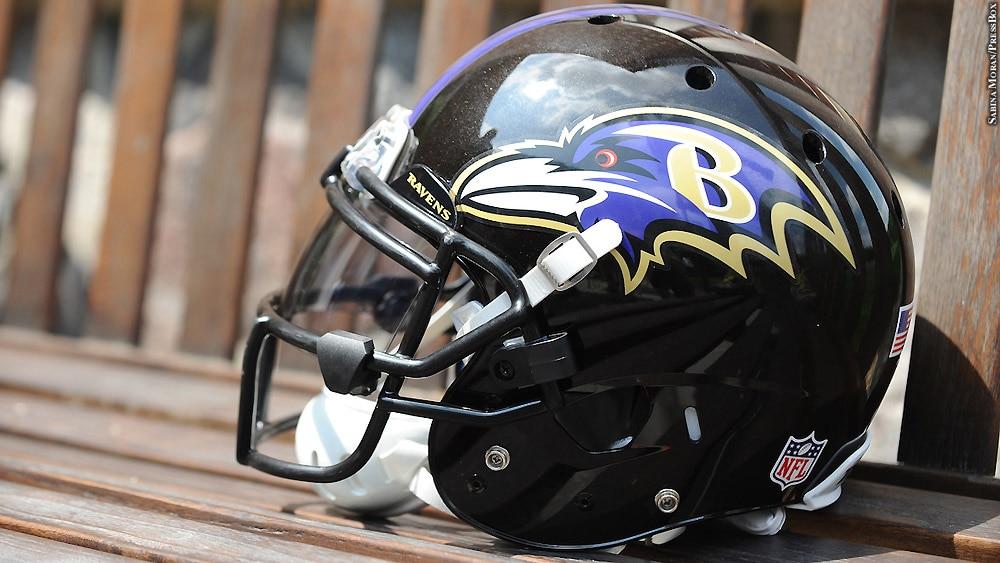 Ravens17-minicamp2-ravens-helmet