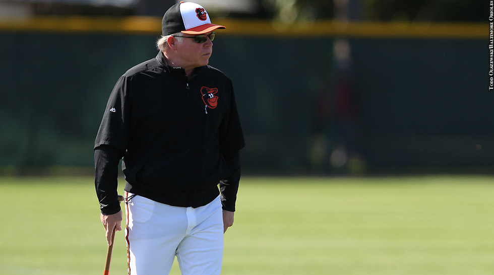 Issue 218: Buck Showalter (with bat)