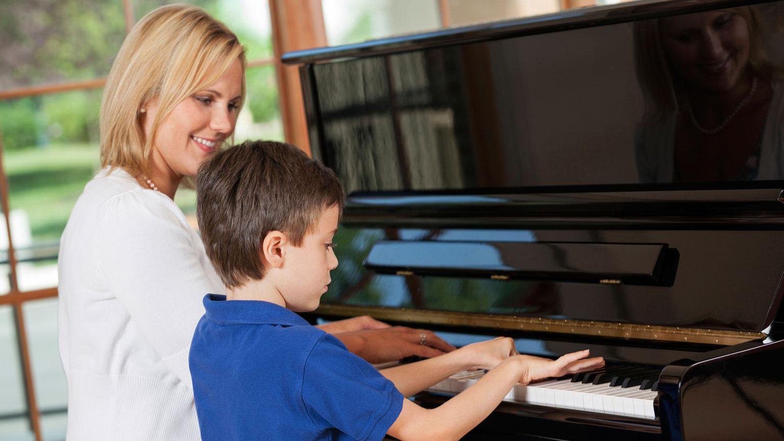 Учитель пианино уболтал ученицу на секс 2 фотография