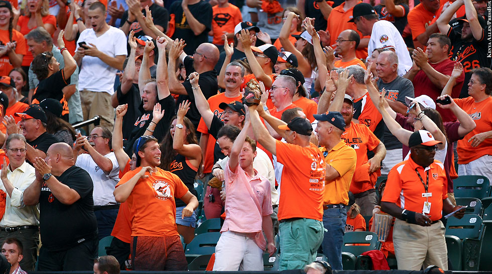 Orioles 2015: Orioles Fans (high fives)