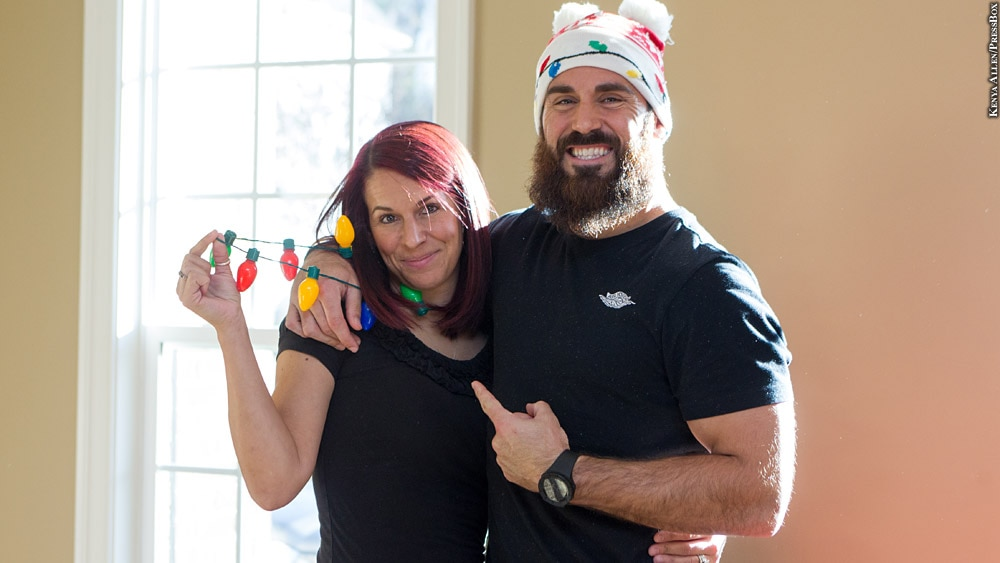 Issue 240: Eric Weddle (with his wife, christmas lights)