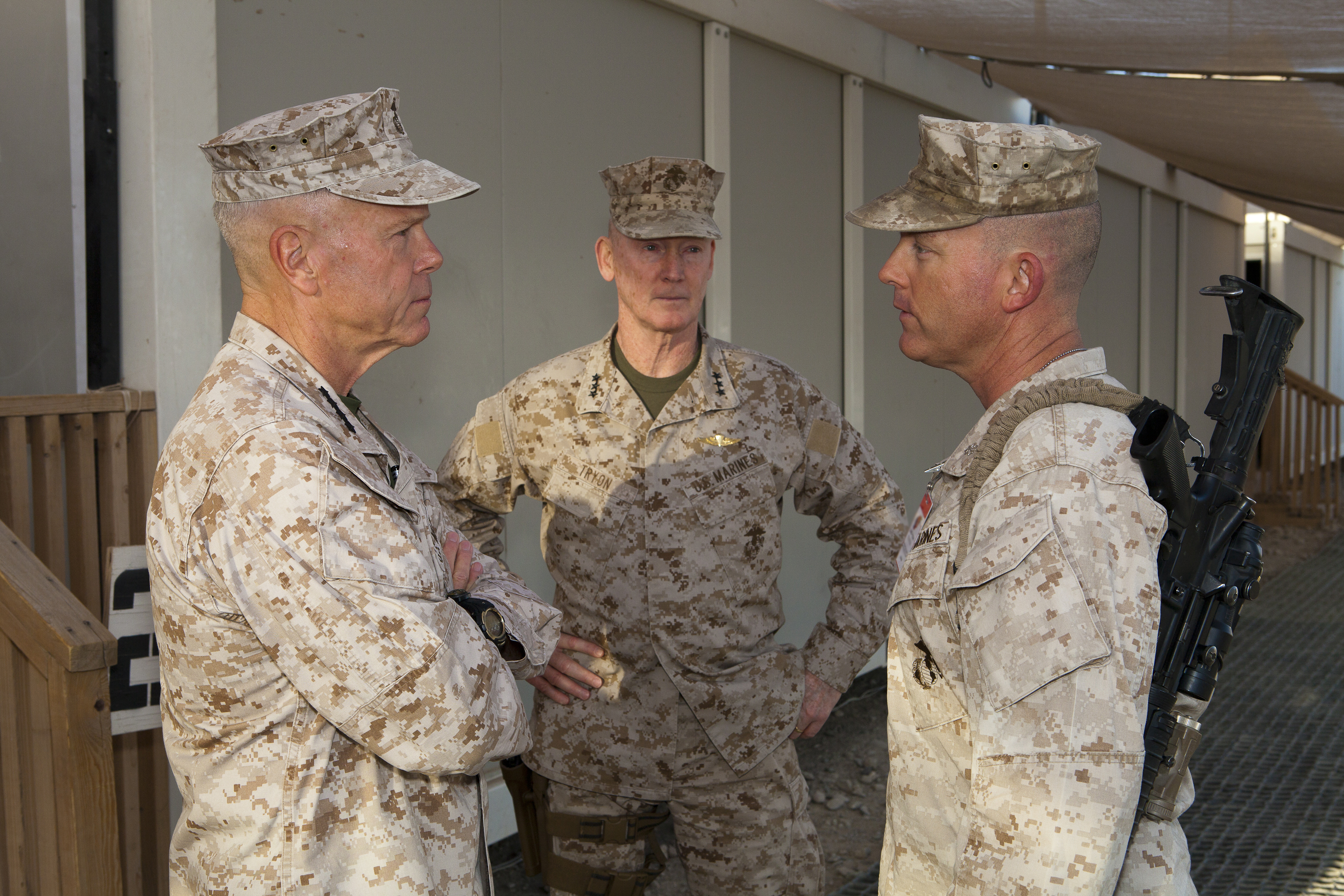 Gen. Amos and Sgt. Maj. Barrett visit RC (Southwest)