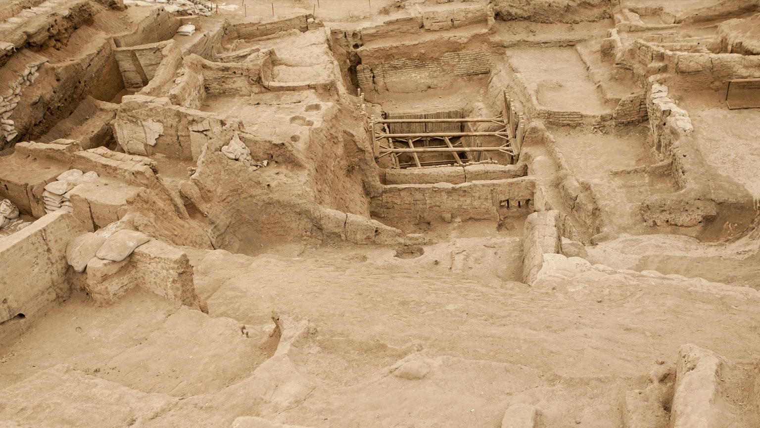 Çatalhöyük—First Experiment in Urban Living