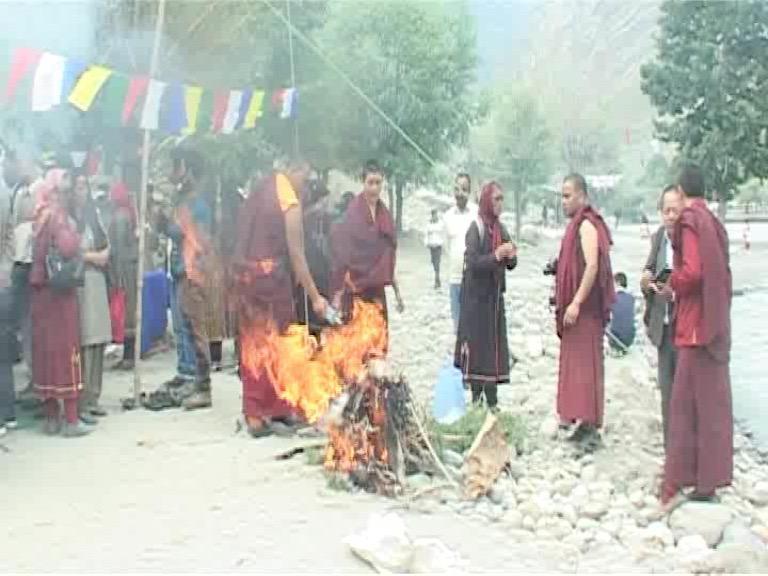Image of दिवंगत अशोक सिंघल का 6 महीने बाद अस्थि विसर्जन