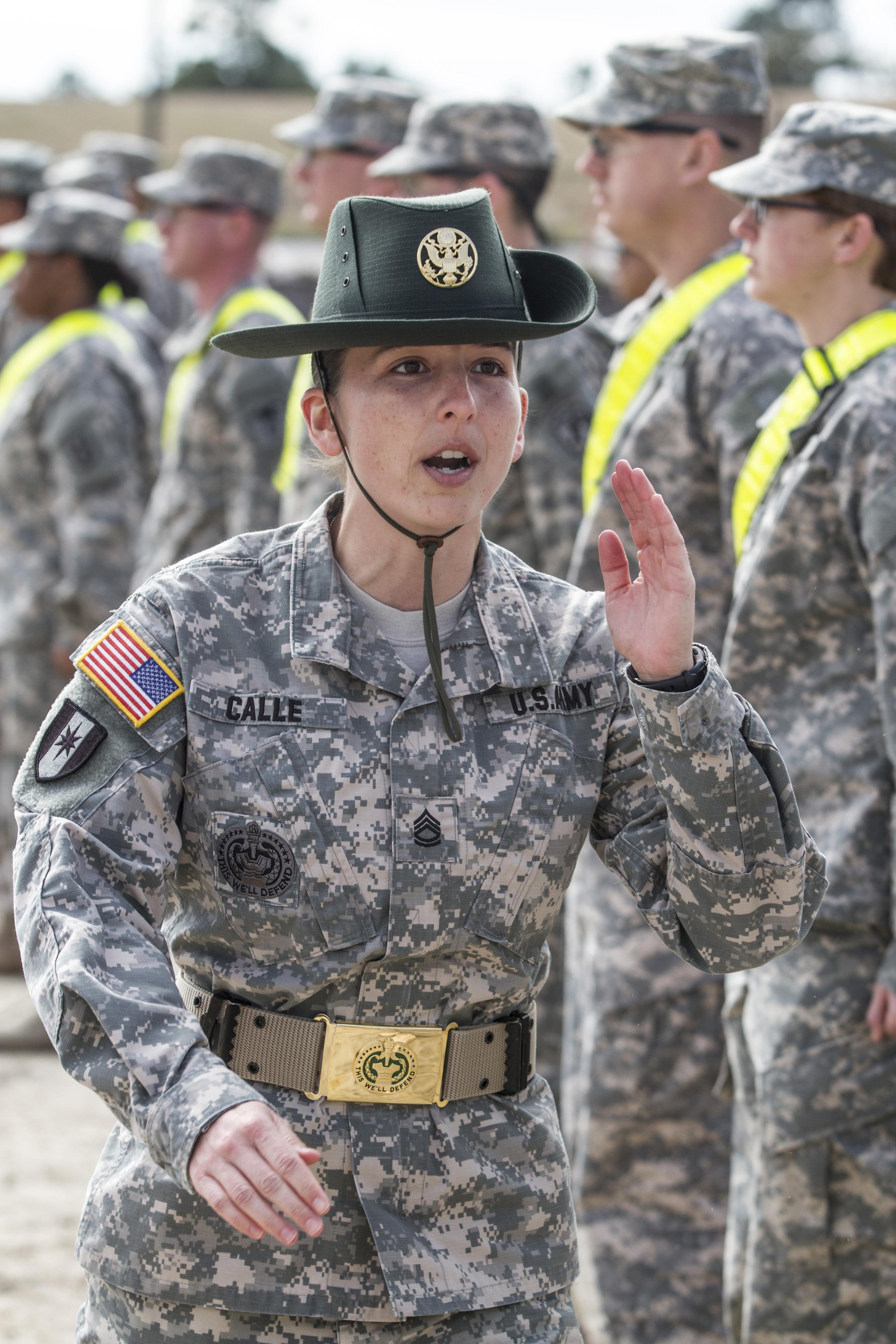 armylookinghundredsncosdrillsergeantduty