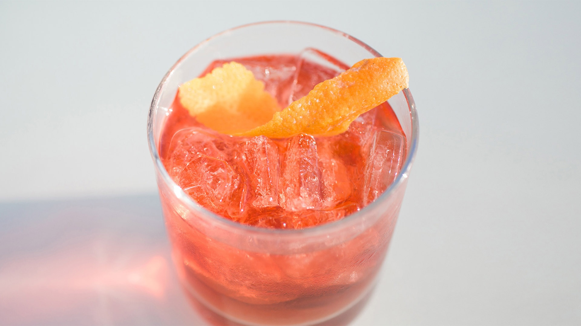 EDGE at Epicurean Hotel offers new drink deals and dips in