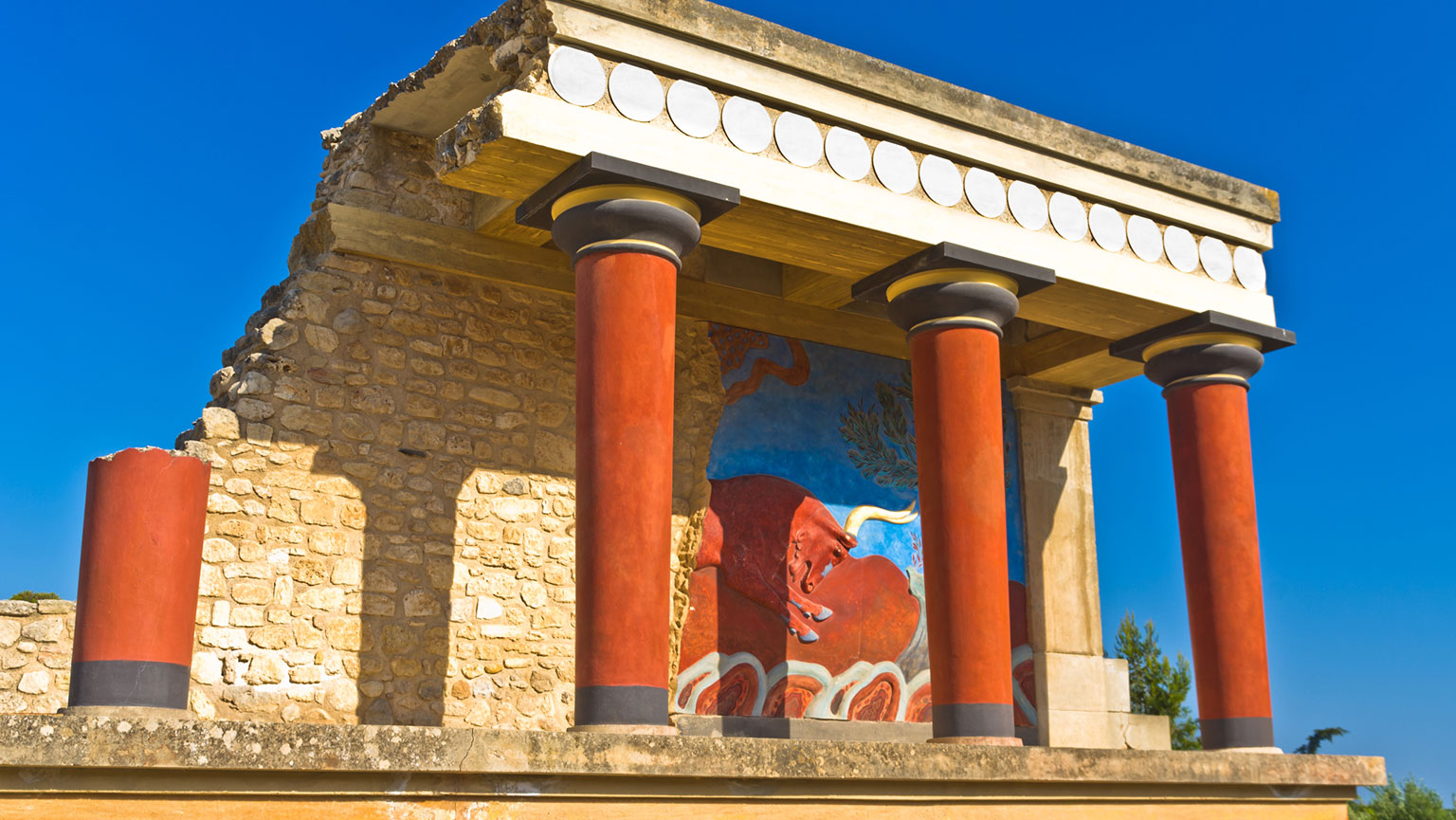 Lure of the Labyrinth—Palace at Knossos