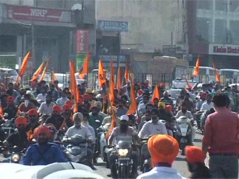 Image of  बाबा बंदा बहादुर के 300वें शहीदी दिवस पर दिल्ली के लिए रवाना हुई रैली