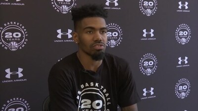 Jacob Evans III makes a surprise visit to Warriors' basketball camp